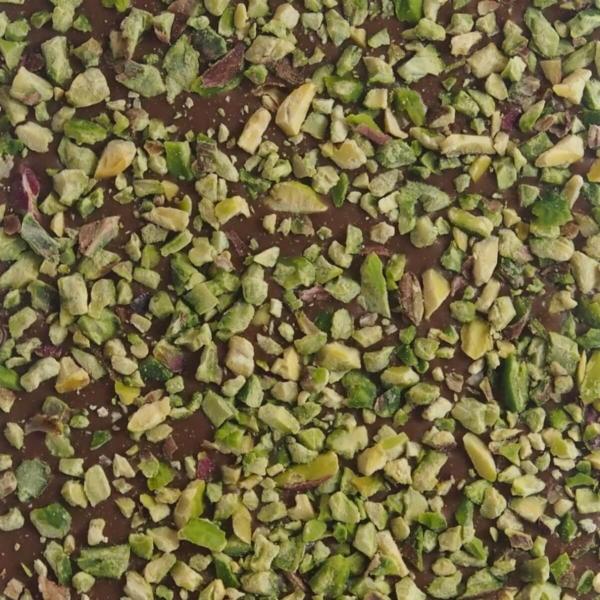 Lys chokolade med pistacienødder