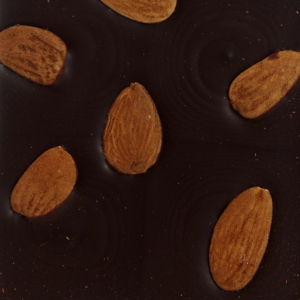 Mørk chokolade med mandler
